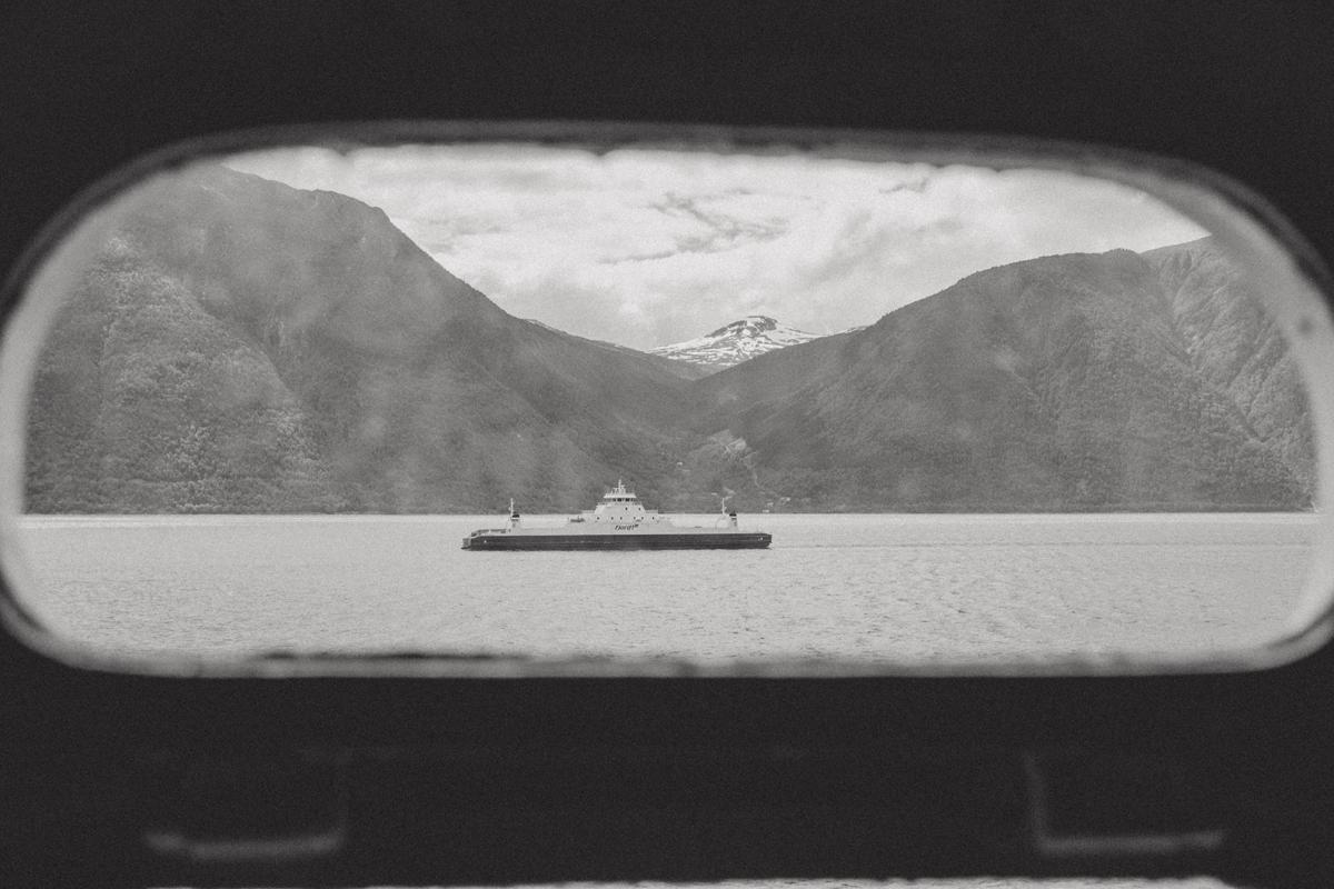 mariaundlinda_maria_und_linda_norwegen_ausblick_faehre_schiff_fjord_berge
